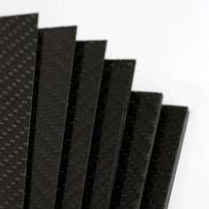 Placa de fibra de carbono de dois lados BRILHO - 500 x 400 x 3 mm.