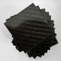 Amostra comercial de placa de fibra de carbono de um lado - 50 x 50 x 2,5 mm.