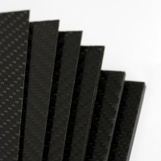 Plancha de fibra de carbono dos caras BRILLO - 800 x 500 x 7 mm.