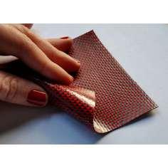 Amostra comercial de chapa flexível de fibra de carbono-kevlar Tafetá (Cor Preto e Vermelho) - 50x50 mm.