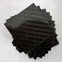 Amostra comercial de placa de fibra de carbono frente e verso - 50 x 50 x 2,5 mm.