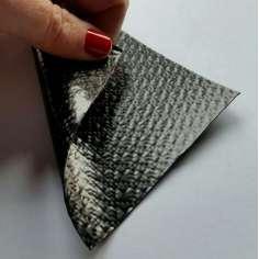 Muestra comercial lámina flexible de fibra de carbono con patrón enrejado (Color Negro) - 50x50 mm.