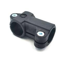 Abrazadera-conector en ángulo para tubo Ø exterior 12-18mm.