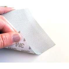 Muestra comercial lámina flexible de fibra de vidrio 1K Sarga (Color Plata) con adhesivo 3M - 50x50 mm.