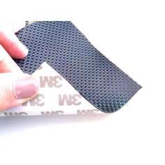 Muestra comercial lámina flexible de fibra de carbono con seda de color (Color Negro y Azul) con adhesivo 3M - 50x50 mm.