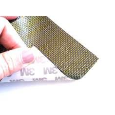 Muestra comercial lámina flexible de fibra de carbono con seda de color (Color Negro y Amarillo) con adhesivo 3M - 50x50 mm.