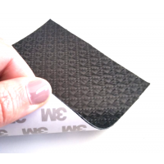 Muestra comercial lámina flexible de fibra de carbono con patrón enrejado (Color Negro) con adhesivo 3M - 50x50 mm.